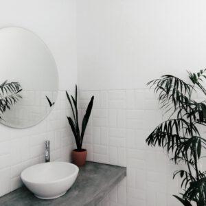 kleine badkamer praktisch inrichten